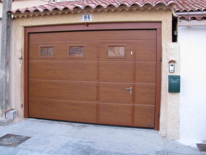 Porte garage portillon sectionnelle menuiserie castellaz for Porte garage sectionnelle pvc